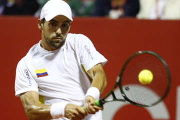 BUENOS AIRES, ARGENTINA - FEBRUARY 13:  Santiago Giraldo of Colombia makes a shot during a tennis match between David Ferrer and Santiago Giraldo as part of ATP Buenos Aires Copa Claro on February 13, 2014 in Buenos Aires, Argentina. (Photo by Gabriel Rossi/LatinContent/Getty Images)